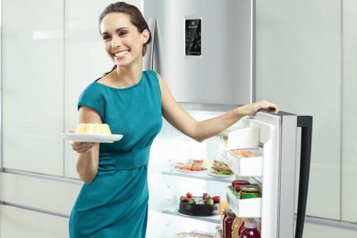 Sửa tủ lạnh bị thủng ngăn đá uy tín giá rẻ