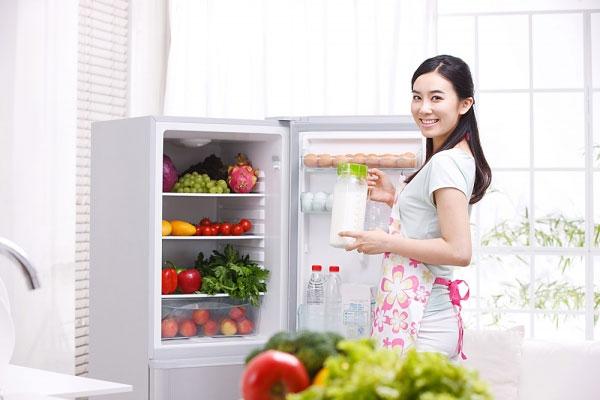 Làm gì khi tủ lạnh bị rò điện ra vỏ?